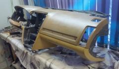 вид на разобраную переднюю панель сбоку